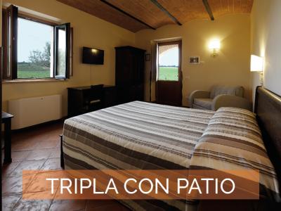 Camera Tripla copn patio Agriturismo Poggio al Tufo